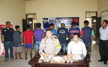 Kapolres Lamandau, AKBP JP. Siboro, didampingi saat menggelar press realease pengungkapan kasus curanmor. BORNEONEWS/LAMANDAU