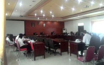 Rapat Paripurna DPRD Kapuas, pembahasan RAPBD 2017. Ketua DPRD Kapuas, Algrin Gasan, di Kuala Kapuas, Selasa (3/1/2017), memastikan pembahasan RAPBD 2017 sesuai tahapan yang ada. BORNEONEWS/DJEMMY NAPOLEON