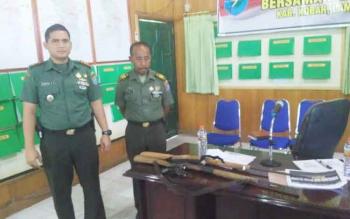 Barang bukti berupa 3 pucuk senjata api hasil sitaan operasi gabungan Kodim 1014/Pbn di Kabupaten Lamandau. BORNEONEWS/KOKO SULISTIYO
