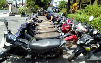 Niat Menolong, Muhari Malah Kehilangan Motor