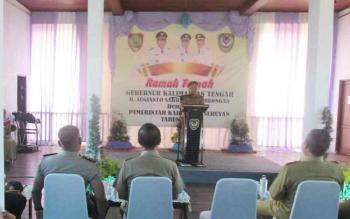 Gubernur Kalteng Sugianto Sabran saat memberikan arahan saat tatap muka di pendopo Rujab Bupati Seruyan, Selasa (3/1/2017). BORNEONEWS/PARNEN