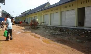 Bangunan Pasar Patanak sudah selesai direnovasi. Untuk penempatan pedagang, Disperindagkop UMKM dan Pasar Pulang Pisau masih menunggu petunjuk Bupati Pulang Pisau. BORNEONEWS/JAMES DONNY