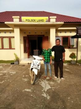 Pelajar SMP berinisial ZA diamankan petugas Polsek Lahei, Kabupaten Barito Utara, lantaran diduga mencuri sepeda motor bersama rekannya KUN yang masih buron. (BORNEONEWS/RAMADHANI)