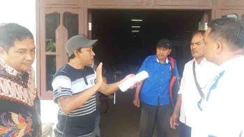 PKL Taman Kota Sampit yang menolak relokasi saat mengadu ke DPRD Kotim. BORNEONEWS/HAMIM