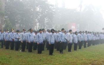 Para Aparatur Sipil Negara (ASN) dalam sebuah upacara di Sampit, Kotawaringin Timur. BORNEONEWS/RAFIUDIN