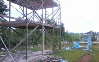 Bangunan sarang burung walet milik Aryo di Jalan Soekarno-Hatta yang hingga kini masih belum dipasang dinding. (BORNEONEWS/ABDUL GOFUR)