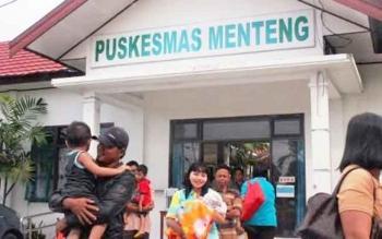 Sejumlah warga di Kecamatan Pangkalan Banteng menjadikan Puskesmas sebagai sentra pelayanan kesehatan. (DOK BORNEONEWS)