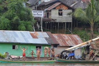 Salah satu desa di Kabupaten Mura yang terletak di bantaran Sungai Barito (BORNEONEWS/ SUPRI ADI)