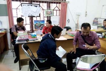 Kesibukan di salah satu ruangan di BPMPD Kabupaten Mura, Kamis (5/1). (BORNEONEWS/SUPRI ADI)