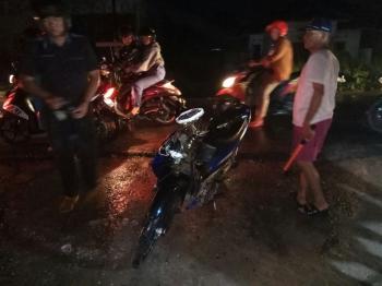 Tempat kejadian perkara kecelakaan lalu lintas di Jalan Bukit Kaminting, Palangka Raya, Kamis (5/1/2017) malam. (BORNEONEWS/BUDI YULIANTO)