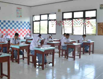 Aktivitas belajar mengajar pada salah satu SMA di Kabupaten Murung Raya. BORNEONEWS/SUPRI ADI
