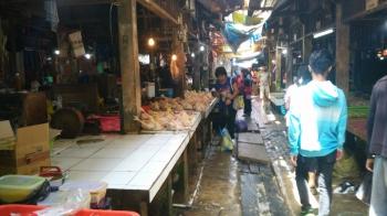 Pasar Pendopo, Muara Teweh, Kabupaten Barito Utara. (BORNEONEWS/RAMADHANI)
