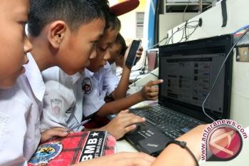 Anak-anak bermain internet. (ANTARA)