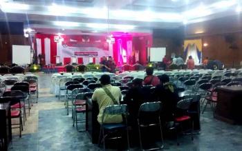 Susasana persiapan debat terbuka pasangan calon dalam Pilkada Kotawaringin Barat 2017. (BORNEONEWS/RADEN ARIYO)