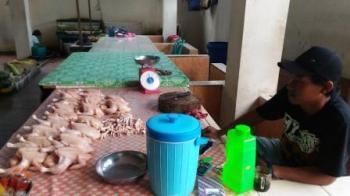 Pedagang di Pasar Baru Kuala Kurun semakin berkurang. BORNEONEWS/EPRA SENTOSA