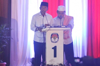 Bambang Purwanto dan Said Samsyuddin Noor saat memaparkan programnya dalam debat publik, di DPRD Kobar, Pangkalan Bun, Sabtu (7/1/2017). BORNEONEWS/FAHRUDDIN FITRIYA