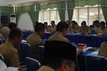 RAPAT : Para kepala SKPD Pemka Pulang Pisau sedang mengikuti rapat. BORNEONEWS/JAMES DONNY