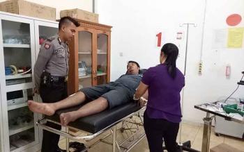 Salah satu korban yang selamat saat dirawat di RSUD Sukamara. (BORNEONEWS/NURHASANAH)