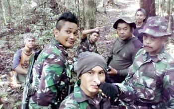 Anggota Kodim 1014 Pangkalan Bun bersama Polri, Polhut dan petugas TNTP menggelar patroli gabungan untuk mengamankan kawasan TNTP. BORNEONEWS/KOKO SULISTYO