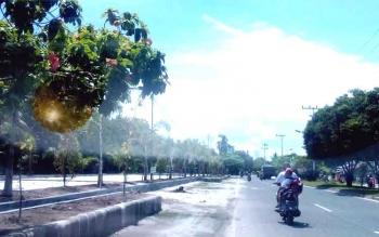 Calon Bolulevard di Jalan Garuda, Kota Palangka Raya, masih jauh dari kata selesai, Senin (9/1/2017). (BORNEONEWS/M ROZIQIN)