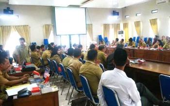Jajaran SKPD mengikuti Rapat Koordinasi Pengendalian dan Rapim Tepra di Aula Bapedda Barito Utara, Selasa (10/1/2017). (BORNEONEWS/RAMADHANI)