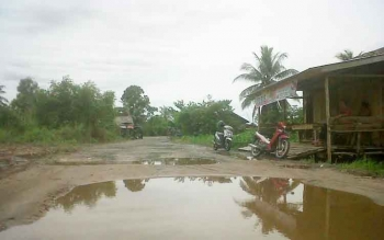 Jalan Dermaga Fery Mintin Rusak Berat