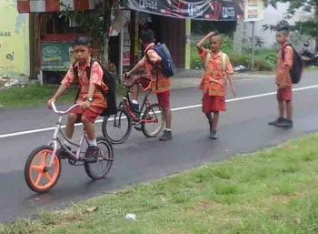 Sejumlah Siswa SD di Seruyan. BORNEONEWS/PARNEN