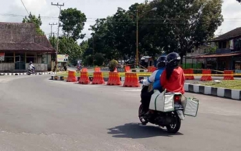 Bundahan baru yang berlokasi di depan Bank Kalteng cabang Sukamara diberi garis polisi pasca insiden laka-lantas yang memakan korban jiwa. \\r\\nBORNEONEWS/NORHASANAH