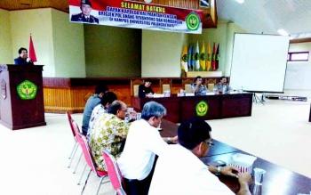Rektor Universitas Palangka Raya Ferdinan menyampaikan sambutan saat menerima kunjungan Kapolda Kalteng Brigadir Jenderal Anang Revandoko, Rabu (11/1/2017). (BORNEO/BUDI YULIANTO)