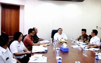 Gubernur Kalteng Sugianto Sabran saat bertemu Menteri PPN/Kepala Bappenas Bambang PS Brodjonegoro di kantornya, Rabu (11/1/2017). BORNEONEWS/M ROZIQIN