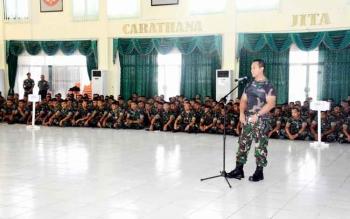 Pangdam XII/Tanjungpura, Mayjen TNI Andika Perkasa memimpin apel gelar pasukan di Aula Makodam XII/Tpr Jalan Arteri Alianyang No. 1 Sungai Raya, Kubu Raya, Kalbar, Rabu (11/1/2017). BORNEONEWS/PENDAM TANJUNGPURA