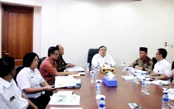 Gubernur Kalteng Sugianto Sabran saat rapat dengan Menteri PPN/Kepala Bappenas Bambang P.S Brodjonegoro.(BORNEONEWS/M.ROZIQIN)