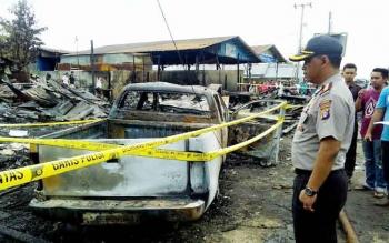 Kapolres Palangka Raya AKBP Lili Warli saat mengecek lokasi kebakaran di Jalan Tjilik Riwut, Km 4, Palangka Raya, Kamis (12/1/2017). (BORNEONEWS/BUDI YULIANTO)