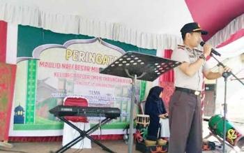 Kapolsek Katingan Hilir, Iptu Nurherianto memberikan sambutan pada acara Maulid Nabi Besar Muhammad SAW di SMP Negeri 1 Katingan Hilir, Kamis (12/1/2017). BORNEONEWS/ABDUL GOFUR