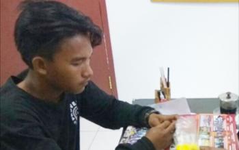 Arman Maulana, pemuda yang ditangkap Sat Resnarkoba Polres Kobar karena membawa ribuan pil koplo. BORNEONEWS/CECEP HERDI