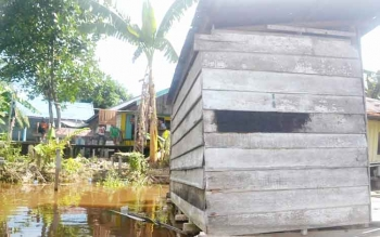 Bangunan jamban/kakus di sepanjang Sungai Katingan, Kabupaten Katingan masih banyak ditemui, salah satunya di Desa Jahanjang Kecamatan Kamipang. BORNEONEWS/ABDUL GOFUR
