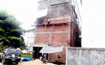 Pembangunan sarang burung walet di Buntok, Kabupaten Barito Selatan. (BORNEO/URIUTU)