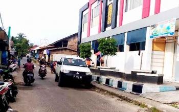 Saat ini Pasar Baru, Kuala Kurun belum memiliki lahan parkir secara memadai. BORNEONEWS/EPRA SENTOSA