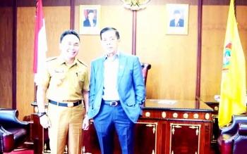 Gubernur Sugianto dan Ketua DPRD Atu Narang saat di ruang kerja Ketua DPRD beberapa waktu lalu. BORNEONEWS/M ROZIQIN