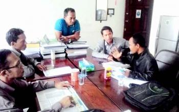 Faujiannor Anggota DPRD Kabupaten Kapuas menerima pengaduan Sugiannor di renungan PKB Kamis(12/1).