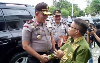 Kapolda Kalteng Brigadir Jenderal Anang Revandoko dan Ketua PWI Kalteng Sutransyah. (BORNEONEWS/BUDI YULIANTO)