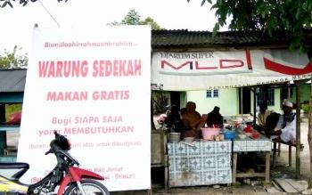 WARUNG SEDEKAH - Warung gratis di Jalan Delima Kelurahan Madurejo ini didirikan pemiliknya untuk memberi teladan beramal.