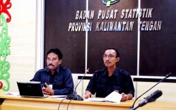 Kepala Bidang (Kabid) Distribusi Statistik, Badan Pusat Statistik (BPS) Kalteng Bambang Supriono. BORNEONEWS/M ROZIQIN