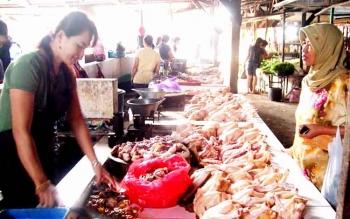 Daging ayam ras yang memicu inflasi akhir tahun lalu. BORNEONEWS/M ROZIQIN