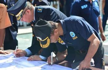 PAKTA INTEGRITAS - Kepala Lapas Klas IIB Pangkalan Bun menandatangani pakta integritas zero pungli di lingkungan Lapas. BORNEO/FAHRUDIN