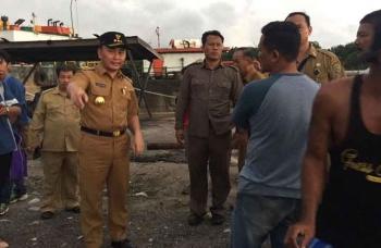 Gubernur Kalimantan Tengah, Sugianto Sabran dalam sebuah kunjungan kerja. BORNEONEWS/M. MUCHLAS ROZIKIN).