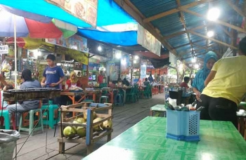Pusat kuliner di Kota Muara Teweh, Kabupaten Barito Utara. (BORNEO/RAMADHANI)