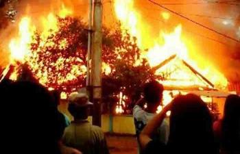Kebakaran dua buah rumah di Desa Patai, Kecamatan Cempaga. FOTO/ISTIMEWA