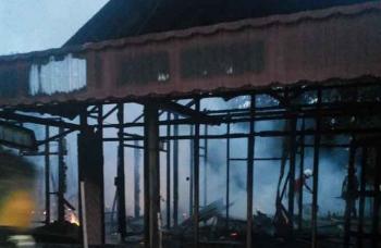 Kondisi rumah korban kebakaran setelah api sudah mulai padam, Minggu (15/1/2017). BORNEONEWS/HAMIM