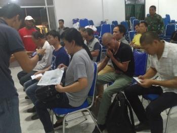 15 warga negara asing yang diamankan anggota Kodim 1014/Pbn, Minggu (15/1/2017). (BORNEO/KOKO SULISTYO)